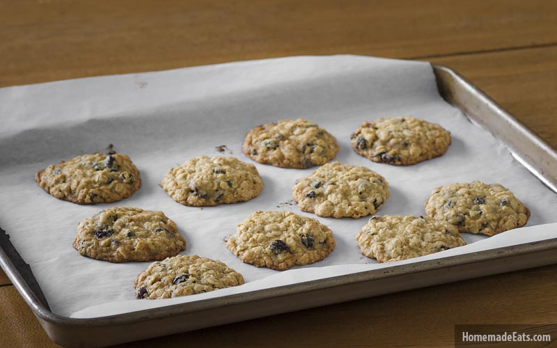 baking-oatmeal-raisin-cookies
